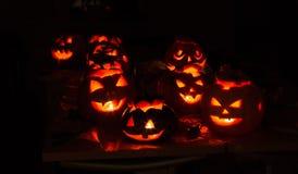Oktober, Steckfassung, Kürbissteckfassung, schrecklich, unheimlich, Nacht, Schwarzes, Glanz, Lampe, Kerze lizenzfreie stockfotografie