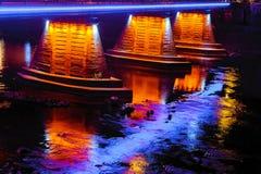 14. Oktober 2016 Straßenlichter Steg Nacht-Uzhgorod Ukraine Lizenzfreies Stockfoto