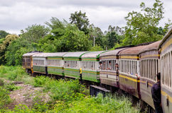 Oktober 2015, Thailand: De Doodsspoorweg van Kanchanaburi aan Nam Tok Stock Afbeeldingen