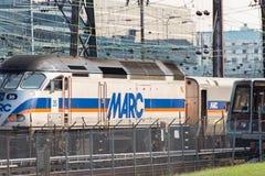 2. Oktober 2014: Washington, DC - Züge und obenliegende Kabel an U Stockfotografie