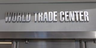 OKTOBER World Trade Centeringång för 24, 2016 - en till den Oculos gångtunnelterminalen och nya Freedom Tower, World Trade Center Fotografering för Bildbyråer