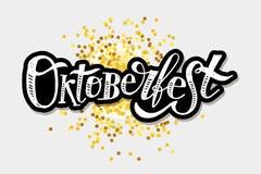 Oktoberfest γράφοντας καλλιγραφίας βουρτσών κειμένων χρυσός αυτοκόλλητων ετικεττών διακοπών διανυσματικός Στοκ φωτογραφία με δικαίωμα ελεύθερης χρήσης