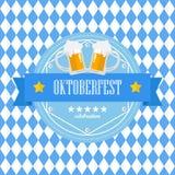 Значок Oktoberfest фестиваля пива на голубой предпосылке косоугольника Стоковые Изображения