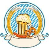 Oktoberfest-Aufkleber mit Bier und Lebensmittel. Bayernflagge Lizenzfreie Stockfotos