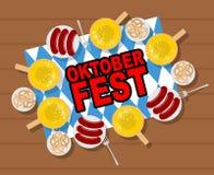 Oktoberfest: birra e salsiccie Ciambelline salate e salsiccie arrostite sopra royalty illustrazione gratis