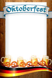 Oktoberfest-Fahne auf alter hölzerner Beschaffenheit Stockfoto