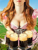 Oktoberfest-Frau, die vier Bierkrüge hält Stockbild