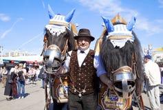 Oktoberfest hästar Arkivbild