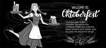 Oktoberfest hand dragen bokstäver och översiktsflicka i bayersk kläder med ölaffischen, baner, inbjudan, promo Kritakonst på bl stock illustrationer