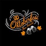 Oktoberfest hand het getrokken vector van letters voorzien en bierglas Moderne B Stock Foto