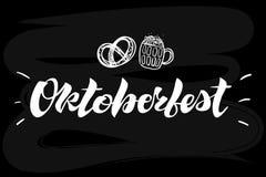 Oktoberfest het eenvoudige witte van letters voorzien op een zwart schoolbord vector illustratie