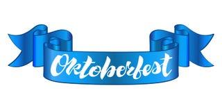 Oktoberfest het van letters voorzien ontwerp op een blauw lint royalty-vrije illustratie
