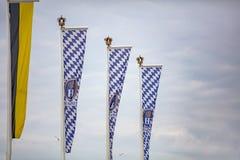 Oktoberfest, München duitsland Beierse vlaggen die op bewolkte hemel golven royalty-vrije stock fotografie