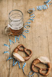 Oktoberfest: Masskrug of beer, Pretzels and bavarian streamer Stock Photography