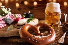 Oktoberfest met bier en witte worst royalty-vrije stock foto