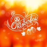 Oktoberfest ręka rysujący literowanie, wektorowy piwny szkło i Nowożytny b Zdjęcie Stock