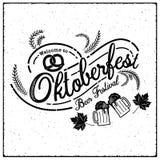 Oktoberfest ręka rysujący literowanie, wektorowy piwny szkło i Nowożytny b Zdjęcia Royalty Free