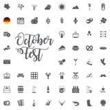 Oktoberfest symbolsuppsättning med korven, kringlan, öl, hatten och dragspelet Vektorillustration i tecknad filmstil som isoleras royaltyfri illustrationer