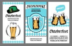 Oktoberfest ulotka Wektorowy piwny festiwalu plakat Browar odznaka z rocznik ręką kreślił szklanych kubki i bavarian kapelusz ilustracja wektor