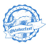 Oktoberfest-Vektorillustration, -Bierkrug und -wurst Stockbild