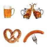 Oktoberfest, vetri con birra, salsiccie, ciambelline salate, insieme, Fotografia Stock