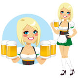 Oktoberfestserveerster Holding Beer Royalty-vrije Stock Afbeelding