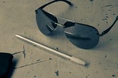 Okularów przeciwsłonecznych lotnicy w czarny i biały stylu tematu fotografii obrazy stock
