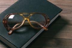 okulary książkowi obrazy stock