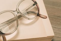 okulary ksi??kowi fotografia royalty free