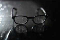 Okulary przeciwsłoneczni moczą i zroszony na glasg zdjęcia stock