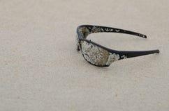 Okulary przeciwsłoneczne na plaży Fotografia Royalty Free