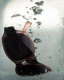 Okulary przeciwsłoneczne w wodzie. zdjęcia royalty free