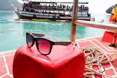Okulary przeciwsłoneczni na łodzi Zdjęcie Royalty Free