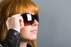 okulary przeciwsłoneczne modelowych Obrazy Royalty Free