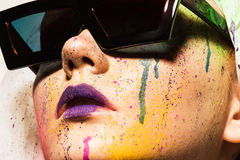 okulary przeciwsłoneczne nosi kobiety Obraz Stock