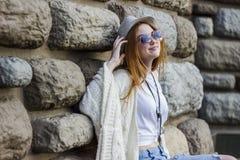 okulary przeciwsłoneczne nosi kobiety Zdjęcie Royalty Free