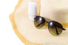 Okulary przeciwsłoneczni i sunscreen na kapeluszu Fotografia Stock