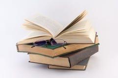 okulary stos książek Obraz Royalty Free