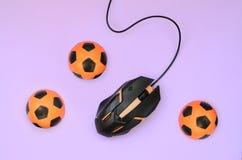 Okulistyczna hazard mysz i mali pomarańczowi futbol obrazy stock