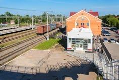 Okulovka -是在10月铁路的一个火车站在M之间 免版税图库摄影