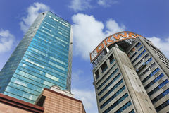 OKWAP-hoofdkwartier tegen een blauwe bewolkte hemel, Shanghai, China Royalty-vrije Stock Foto