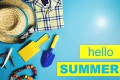 Olá! acessórios e brinquedos do curso do verão Fotografia de Stock Royalty Free