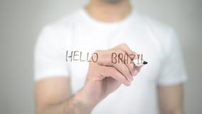 Olá! Brasil, escrita do homem na tela transparente fotos de stock