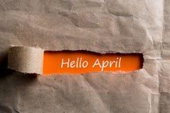 Olá! conceito de abril Inscrição no envelope rasgado imagens de stock