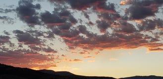 Olá! nascer do sol sobre as montanhas fotografia de stock royalty free