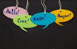 Olá!/que fala aprendendo línguas estrangeiras bub colorido do discurso imagem de stock