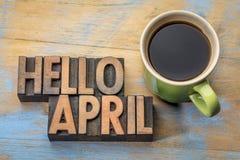 Olá! sumário da palavra de abril no tipo de madeira imagens de stock royalty free