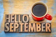 Olá! sumário da palavra de setembro no tipo de madeira Fotografia de Stock Royalty Free