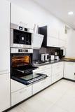 Olá!-tek cozinha moderna, forno com a porta aberta Imagem de Stock