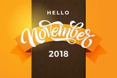 Olá! tipografia do novembro de 2018 Caligrafia moderna da escova com a fita alaranjada na textura da madeira do marrom escuro Rot ilustração stock